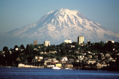 mount_rainier_over_tacoma_ii